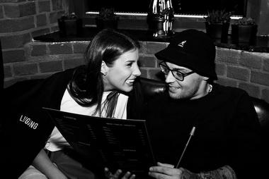 Гуф и Кэти Топурия в ресторане.